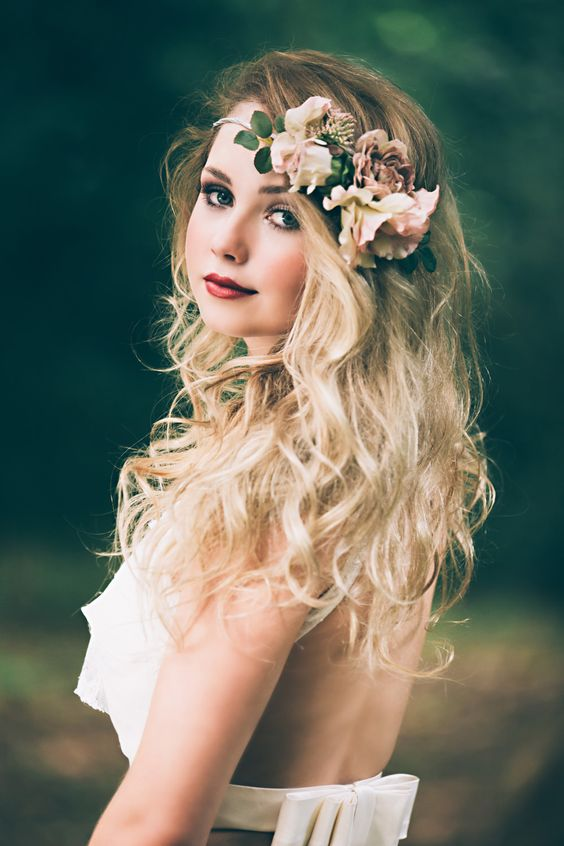 Relaxed Boho Waves Bridal Down Do with Flower Accessory | Peach Woodland Wedding Inspiration | Faux Flower Accessories From Florrie And Eve | Real Flowers By Nadia di Tullio | Images by HBA Photography | x | http://www.rockmywedding.co.uk/perfect-faux-flower-crowns-from-florrie-eve/