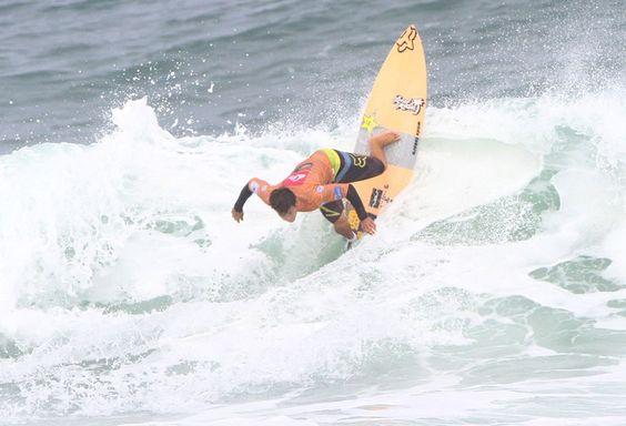 O havaiano Keanu Asing eliminou Adriano de Souza, mas acabou perdendo a final (Foto: Pedro Monteiro/Divulgação)