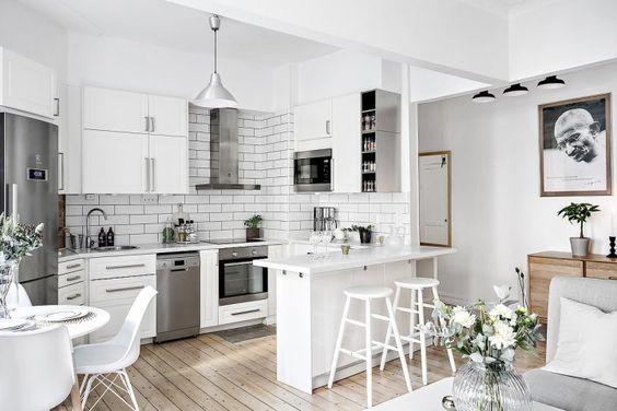 Post: Cocina abierta en un piso pequeño --> blog decoración nórdica, cocina abierta, Cocina abierta en un piso pequeño, decoración blanco, decoración pisos pequeños, diseño pisos pequeños, distribución diáfana, mini pisos, open concept: