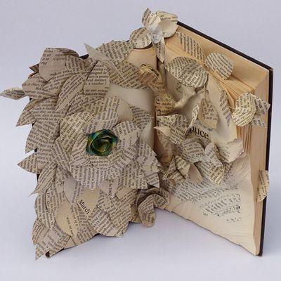 Livre et son lézard, sculpture papier