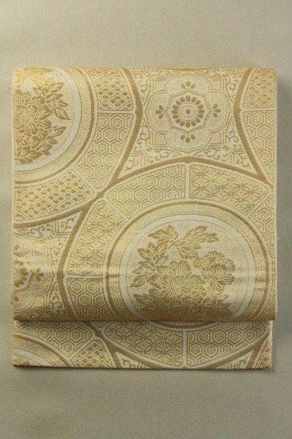 White Fukuro Obi (Rokutsu), Gold Pattern / 白地 金の鏡裏文様 六通柄袋帯    【リサイクル着物・アンティーク着物・帯の専門店 あい山本屋】#Kimono #Japan