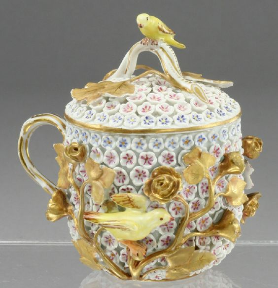 107: A fine Meissen Schneeball Snowball chocolate pot : Lot 107