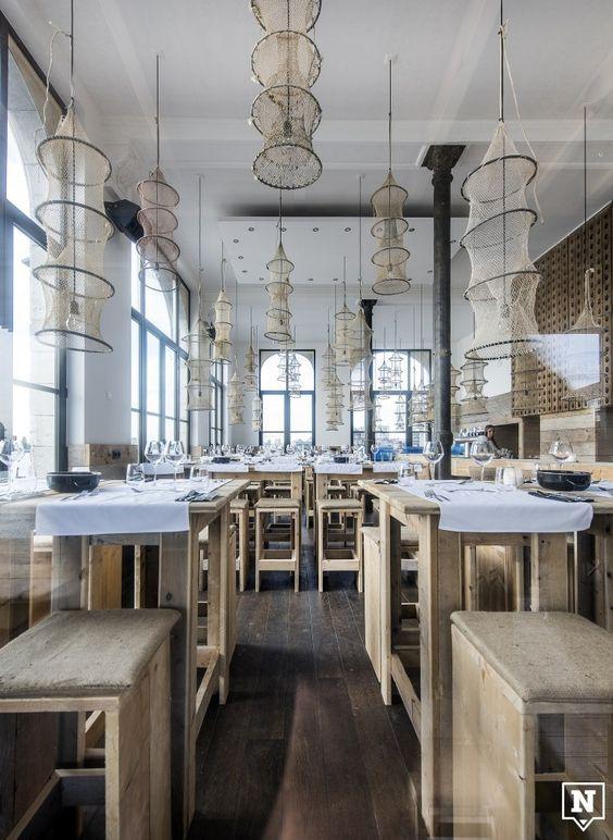Plateau Royal is een 'River Café & Seafood Restaurant'. Het is de nieuwste zaak van Philippe Hawinkel in het Antwerpse Noorderterras.