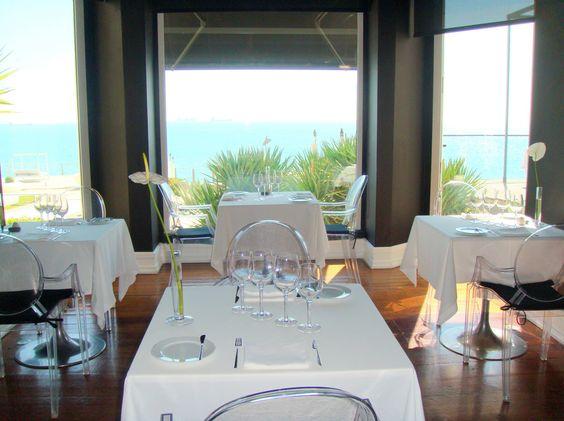 O Hotel Farol está situado sobre as falésias de Cascais, junto à marina e com o Atlântico a seus pés.  O hotel, é membro da Design Hotels, e resulta do restauro de uma mansão datada do séc. XIX, outrora propriedade do Conde de Cabral