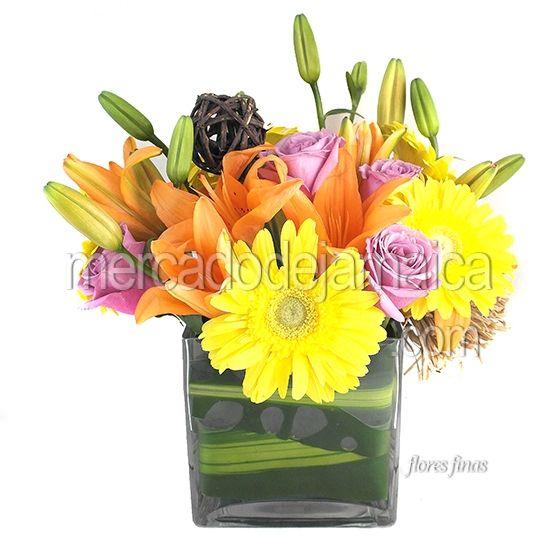 Arreglo Floral con Lilies y Rosas m1529  Envia Flores