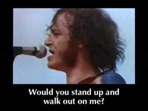 [NOT MINE] Woodstock: Joe Cocker - With A Little Help From My Friends - Misheard Lyrics. Es una lastima los comerciales; con todo y todo es de mis favoritos