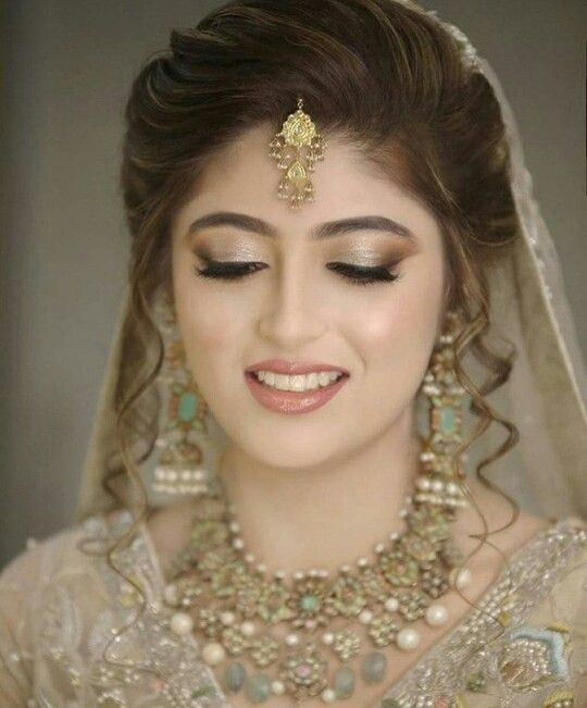 Pin By Juvi On Dulhan Pakistani Bride Hairstyle Bridal Hairstyle Indian Wedding Pakistani Bridal Hairstyles
