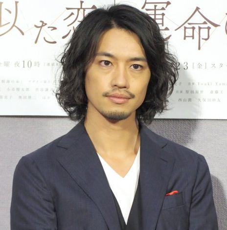 髪が長い斎藤工