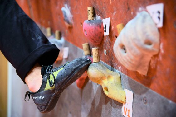 Great tips for beginner (/all) climbers.  Great info for my classes.