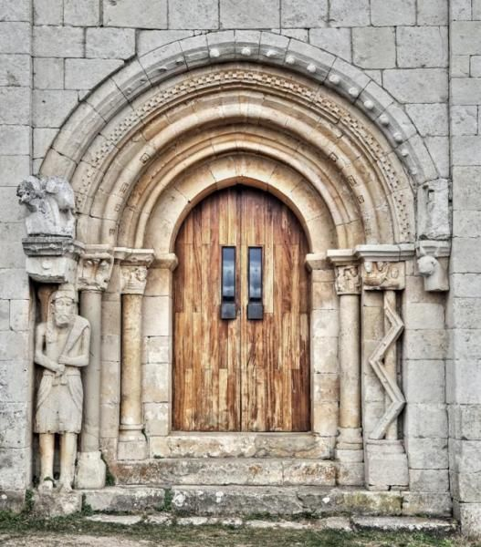 Portada de San Pantaleón de Losa - Las Merindades, Valle de Losa, Burgos