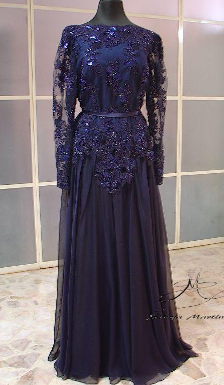 Vestido de ceremonia bordado , con abundante falda circular en gasa de seda