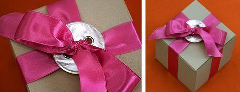 Button gift wrap