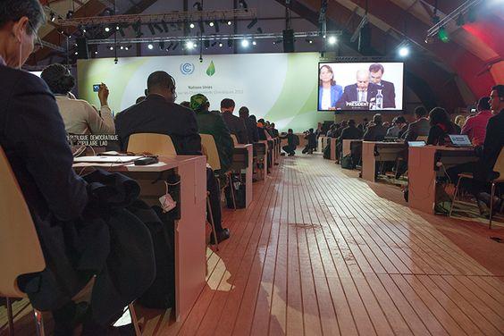 le président de la COP21 Laurent Fabius a présenté le nouveau texte aux 196 partiES