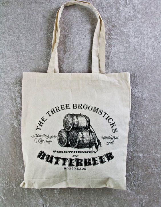 Harry Potter sac fourre-tout en toile de coton Butterbeer naturelles. Dans les trois balais ! Idéal pour la salle de Gym, Yoga, PotterWorlds, Comicon, etc. !