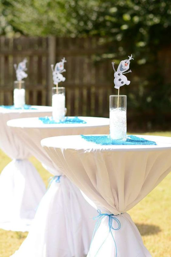 Frozen birthday party decorations! See more party planning ideas at CatchMyParty.com!