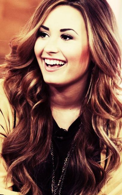 Love these Demi Lovato tumbling curls....with a Longevity Lox 3/4 wig create the same in just minutes and under £30!