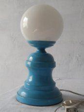 vintage lampara aluminio color azul y globo cristal blanco