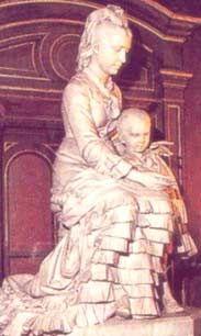 Felicitas Guerrero de Alzaga y su hijo. Mármol de Carrara al ingreso a la Basílica que donaron sus padres en su memoria.