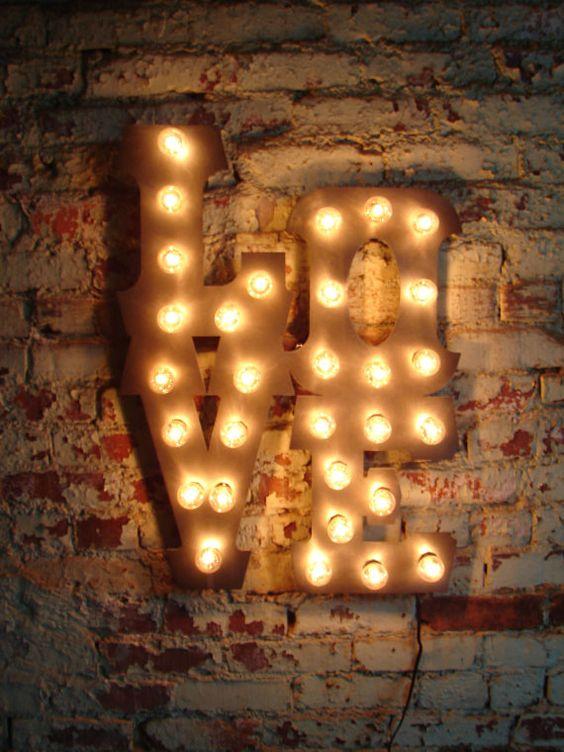 He encontrado algunas letras con luces, te las pongo para que veas el estilo a ver cuál te gusta ;D: