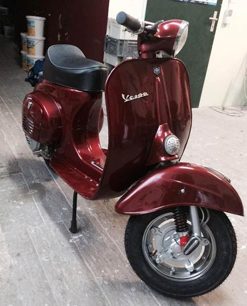 Vespa v50: Lackierung Candy Deep Red