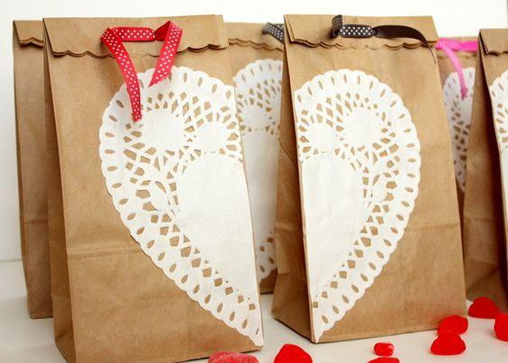 Sweet and simple Valentine's Day treat bags via @petit_elefant