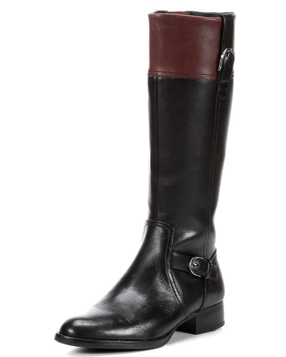 <p>In the city or on the town, the York is for stepping out. The classic riding-style boot is made of full-grain leather with Ariat's signature hardware and contrasting cuff. The leather-wrapped footbed and side zipper are functional, fashionable features. ATS technology and a non-marking Duratread outsole make the York comfortable, stable and slip-resistant.</p>