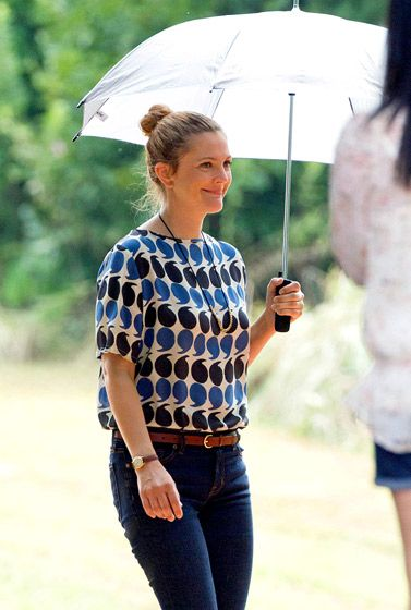 Barrymore's Blended Drew Barrymore shielded herself from the hot Atlanta sun shooting Blended — costarring Adam Sandler and Bella Thorne — July 29.