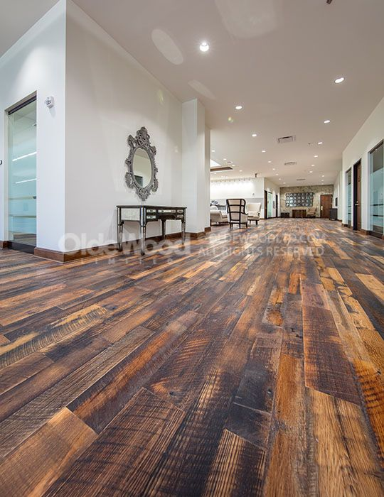 Antique Reclaimed Oak Wide Plank Wood Flooring The Strength Durability And Availability Of The Massive Oa Diy Wood Floors Rustic Wood Floors Old Wood Floors