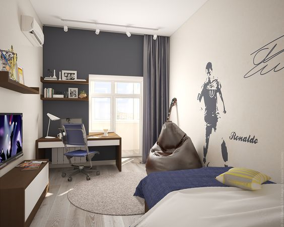 Детская комната для мальчика в трехкомнатной квартире в центре столицы.