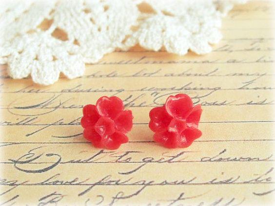 Red Sakura Stud Earrings von lovelysparrowandco auf Etsy, $10,00