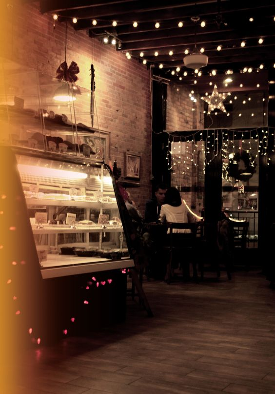 I love the lighting and rustic feel. This is a great way to transition your shop from an open an airy day spot to a cozy moody spot to chill in at night with some friends. | #DreamFSW #foodie