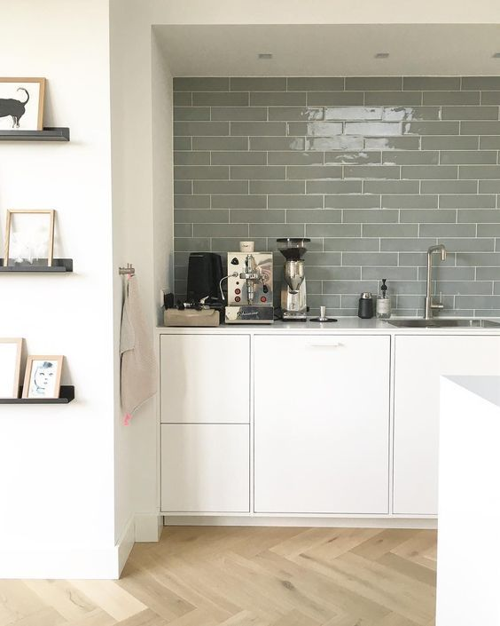 The Joy Of A Clean Kitchen Well Partly Clean Studionestathome Interieurontwerp Interieuradvies With Images Kitchen Feature Wall Kitchen Remodel New Kitchen Cabinets