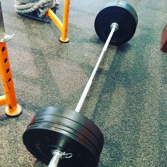Nieuw pr met de #deadlift nu lijkt 80kg misschien niet veel na 14 weken maar na 6 weken schoot het flink in mijn rug waardoor ik een tijd lang rustig aan moest doen. Mijn doel is voor het einde van het jaar 100 te halen. #newgoal #setandgo #dutchfitties #fitness #strongmen
