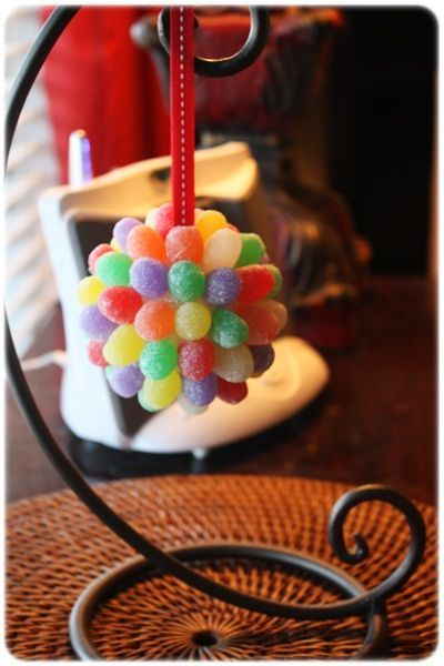These Gum Drop Pomander Christmas Ornaments are cheap and easy to make - the kids can help - just keep an eye on the gumdrops!!