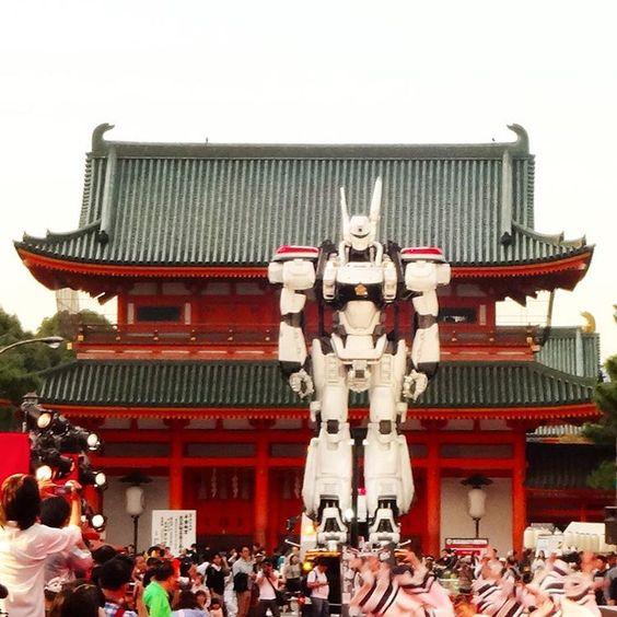 「平安神宮前にパトレイバー現る 以前撮影した画像ですが、前を通りかかった時に、なんとも不思議な光景だったので思わずパシャ #京都 #平安神宮 #神宮道 #パトレイバー #アニメ  #造佛記 #香佛舎 #bukkou @koubutsusha #zoubutsuki  #kyoto  #ig_nihon…」