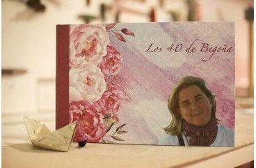 Libro de firmas para el cuarenta cumpleaños de Begoña. Con sus flores favoritas. http://tiradepapel.com/es/16-a-medida