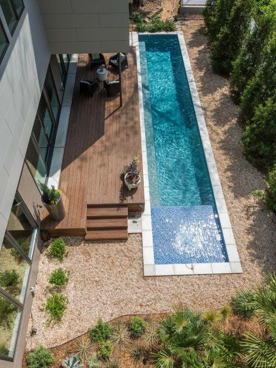 moderne gartengestaltung beispiele pool kies liege bäume Garten - garten mit pool gestalten