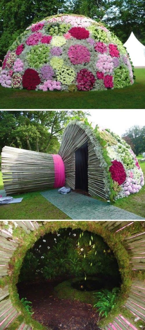 Una curiosa e bellissima creazione. Un bouquet di sposa gigante esternamente ricoperto da fiori, al cui interno troviamo un laghetto, gigli che pendono dal soffitto, muschio di felci ed orchidee bianche che creano un odore inebriante per chi sta all'interno!