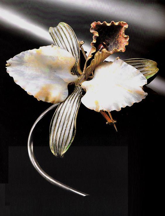 René Lalique 'Orchid' Brooch: gold, silver, enamel, opal 1898-1902. Signed LALIQUE. 8.2 x 7.8 x 4.8cm. Lalique Museum, Hakone, Japan. Source: René Lalique Exceptional Jewellery 1890-1912: