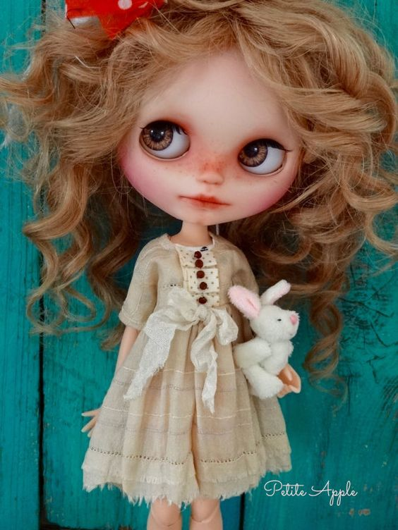 "Pure silk dress for Blythe dolls ""Light as a feather"" vintage style"