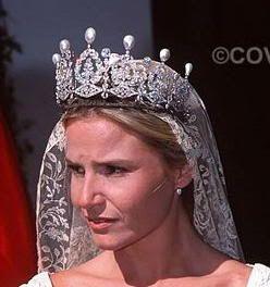 Cayetana Fitz-James Stuart y Silva, the 18th Duchess of Alba ~ owns the Alba Pearl Tiara ~ ...here her daughter, Eugenia is wearing the tiara at her wedding. collar pulsera perlas swarovski joyeria necklace bracelet pearls crystal jewelry http://iaguirreb.wix.com/deperlas#!blank-2/c1ger