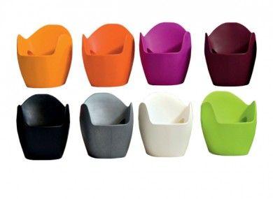 Fauteuil o nest gris fauteuil en poly thyl ne recyclable for Beton teinte dans la masse pour exterieur