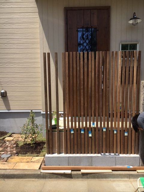 お庭造り Diy 玄関前目隠しルーバー ガーデニング 玄関 ルーバー