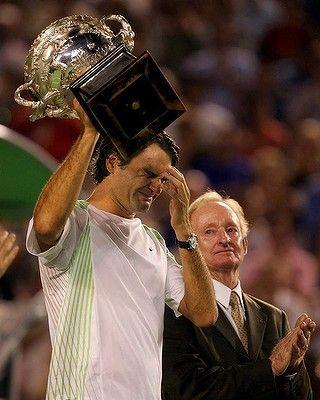 Roger Federer breaks into tears after his 2006 win as Rod Laver looks on. Australian Open Tennis  #tennis  #ausopen