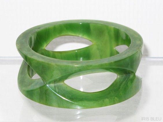Vintage 1950s jade green swirl BAKELITE carved BRACELET from iris-bleu-antiques on Ruby Lane