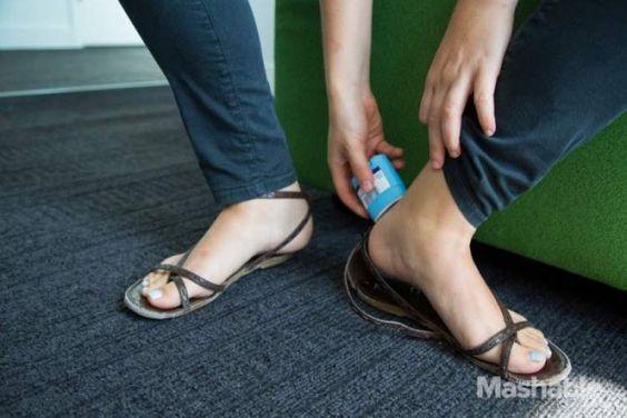 Desodorante para evitar machucado de calçados de tiras:
