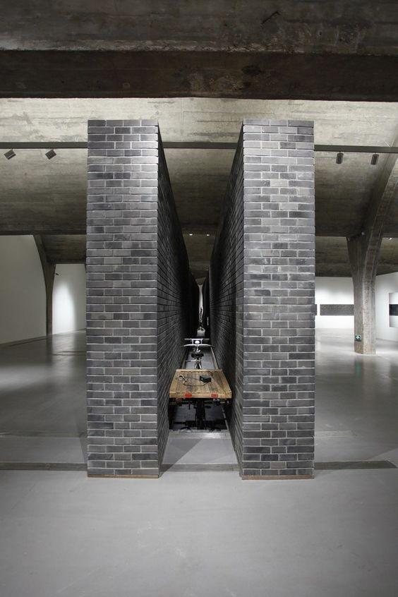 Installation, 1213 × 194 × 344cm, 2010