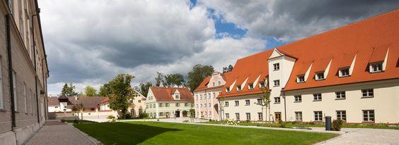 Inmitten der Natur gelegen, ist Kloster Holzen ein idealer Ort, um zur Ruhe zu kommen und Körper & Seele Gutes zu tun.