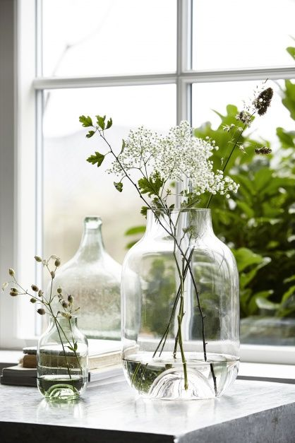 Clear glass jars with fresh cuttings from the garden. #spring #glassbottle #floralinspiration