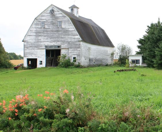 What charm--love that old, white-washed Maine barn! | Old ... - photo#19